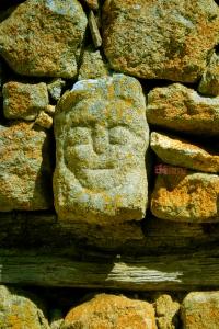 A Menda é uma gárgula em pedra.
