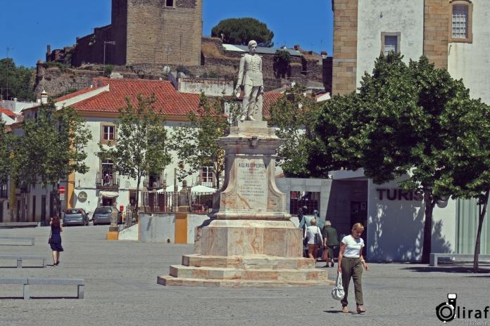 Castelo de Vide - Estátua D.PedroV (2)